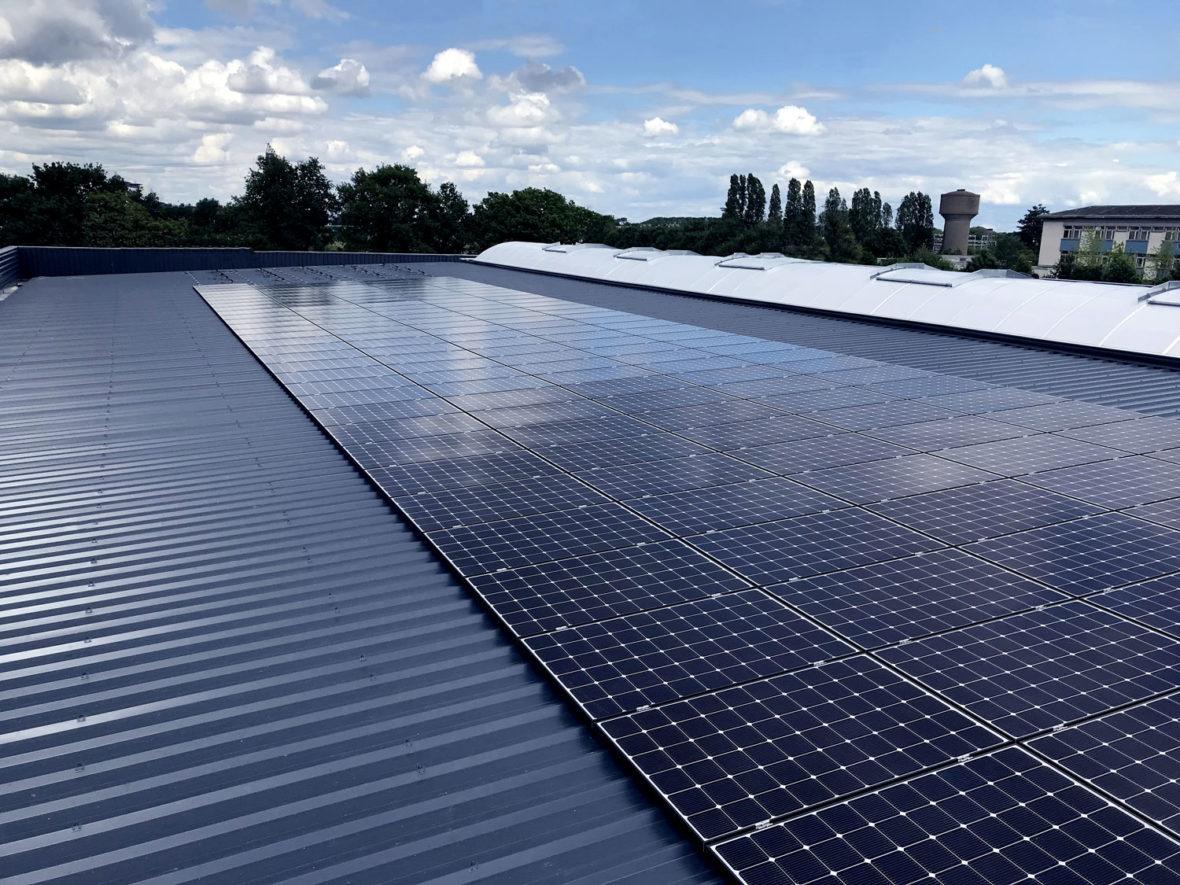 panneau photovoltaique toit entreprise laval