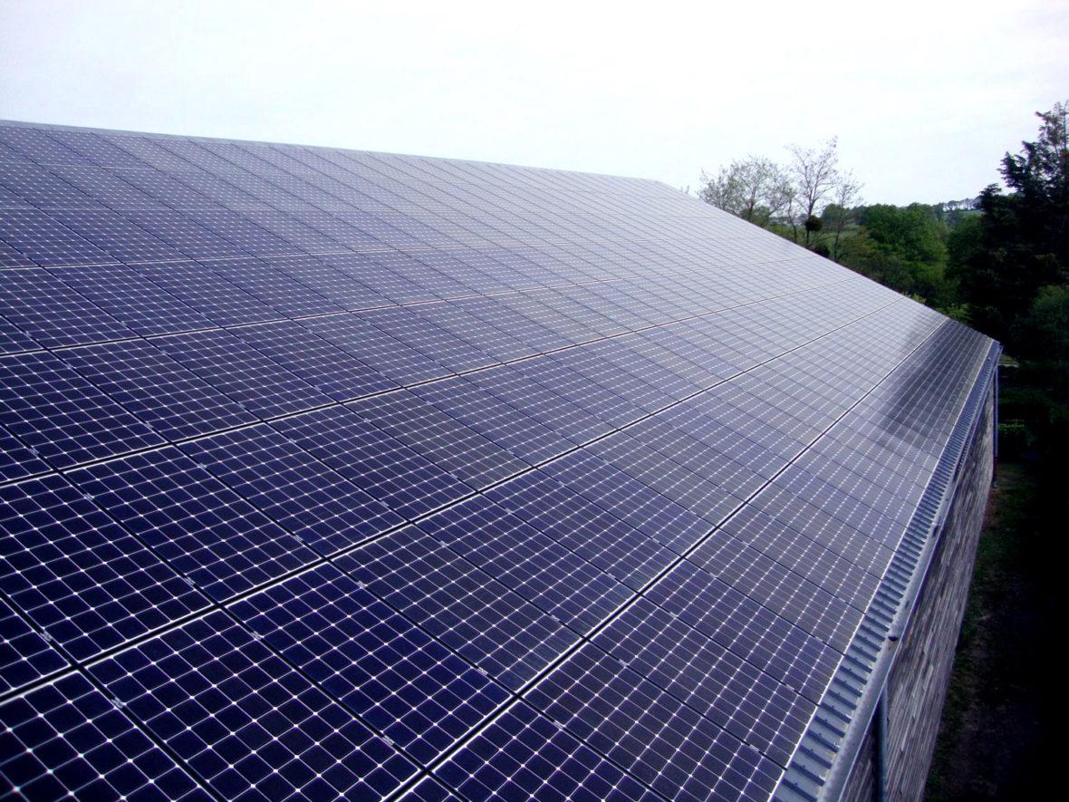 panneau photovoltaique renazé salle de tennis